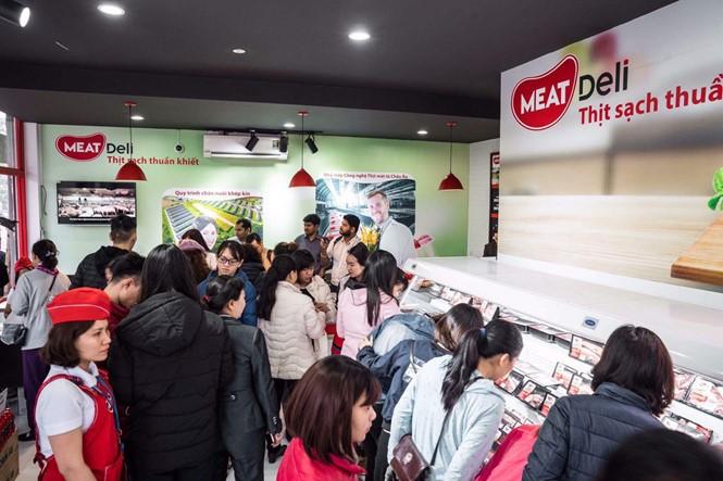 """Người tiêu dùng biết 'vịn' vào đâu để xác định """"thịt sạch""""!"""